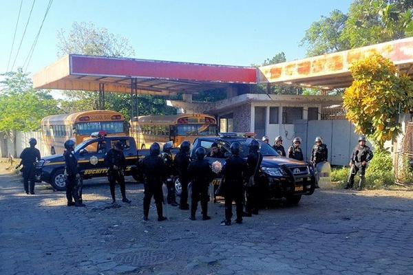 <p>La Policía investiga la muerte de Teodoro García Machic. (Foto Prensa Libre: Omar Méndez)</p>