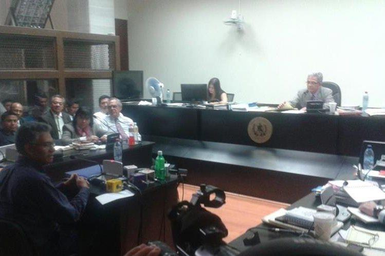 El juez Gálvez escucha la declaración de Carlos Muñoz. (Foto Prensa Libre: Jerson Ramos)