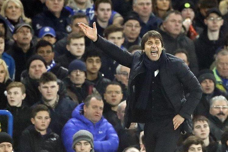 Antonio Conte, entrenador del Chelsea, ha asegurado este viernes que sólo dejará marchar al guardameta bosnio Asmir Begovic. (Foto Prensa Libre: AFP)