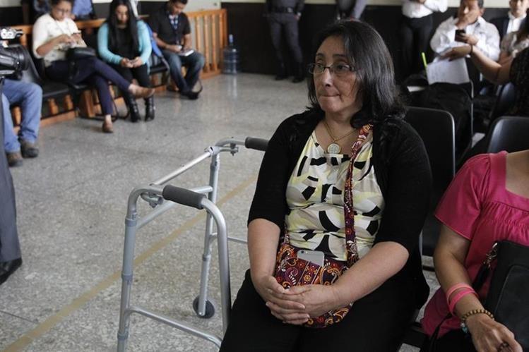 Norma Cruz utiliza andador o silla de ruedas para movilizarse en diferentes lugares.(Foto Prensa Libre: Paulo Raquec)