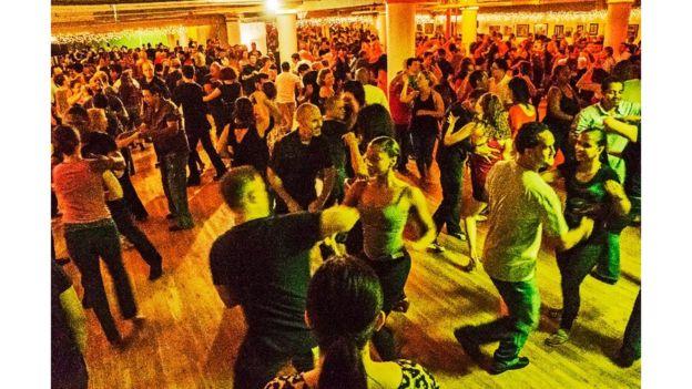 El mambo y la salsa siguen siendo músicas populares en Nueva York. HAZEL HANKIN