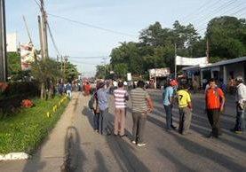 Maestros de Alta Verapaz acuerpan la protesta en La Ruidosa, Puerto Barrios, Izabal. (Foto Prensa Libre: Eduardo Sam)