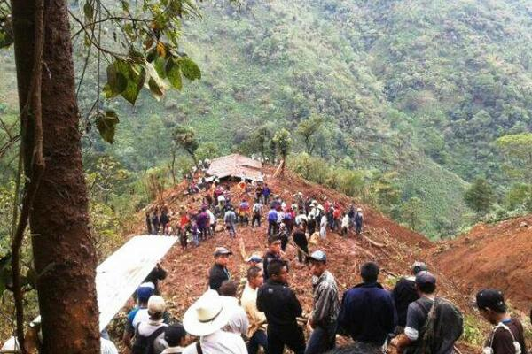 """<p>Imagen del deslave en comunidad de San Pedro Necta, Huehuetenango. (Foto Prensa Libre: Llimer Argueta vía Twitter)<br _mce_bogus=""""1""""></p>"""