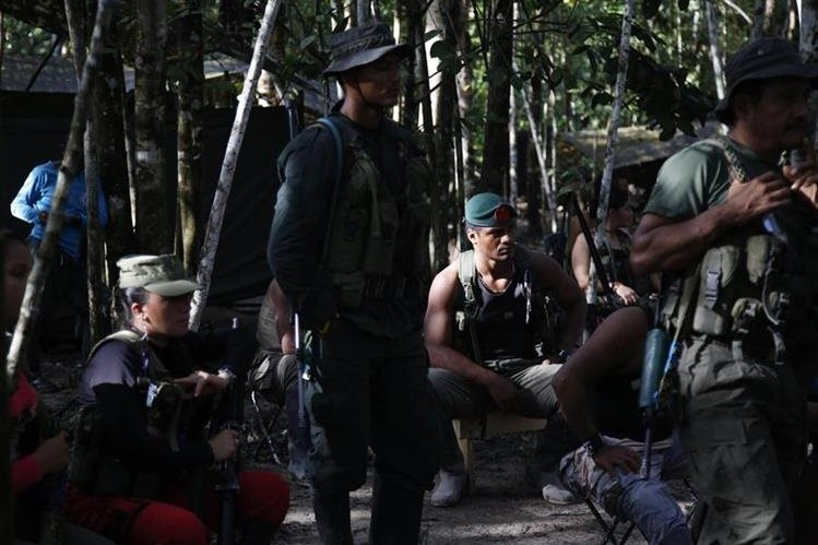 Combatientes de las Farc y el Gobierno de Colombia negocian el fin del conflicto armado de ese país. (Foto Prensa Libre: AP).