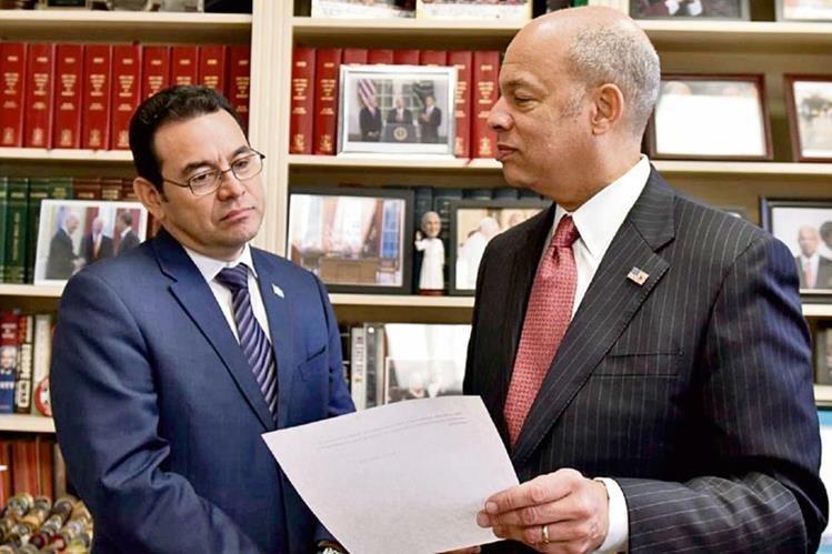 Jimmy Morales finalizó su viaje a Estados Unidos con una reunión con el secretario de Seguridad Nacional, Jeh Johnson. (Foto Prensa Libre: Presidencia)