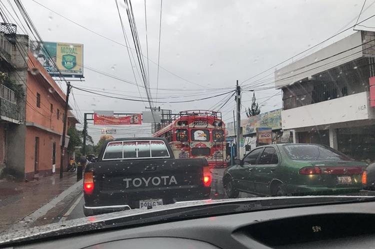 Caos vial en Boca del Monte. (Foto Prensa Libre: @rvasquezgt).