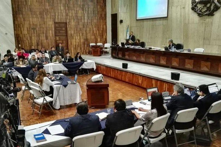 El juez Miguel Ángel Gálvez preside la audiencia, en la Sala de Vistas de la CSJ (Foto Prensa Libre: Edwin Bercián)