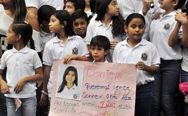 Estudiantes pedían la pronta liberación de Daniela Mora. (Foto Prens Libre: EFE)