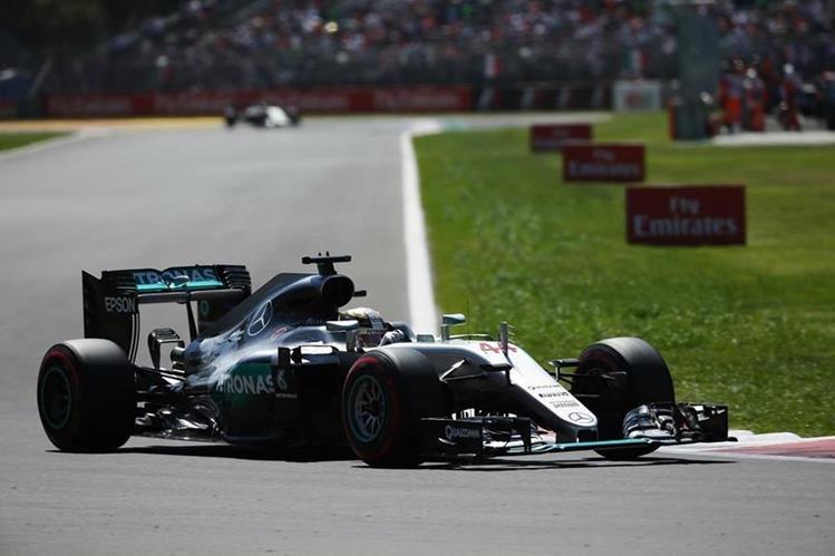 El piloto Lewis Hamilton durante la clasificación del Gran Premio de México. (Foto Prensa Libre: EFE)
