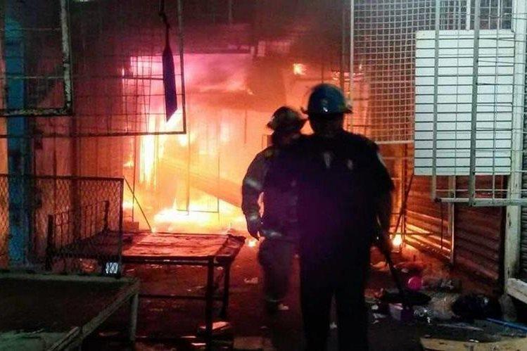 Un incendio consume gran mercado público en Managua, segunda vez este año