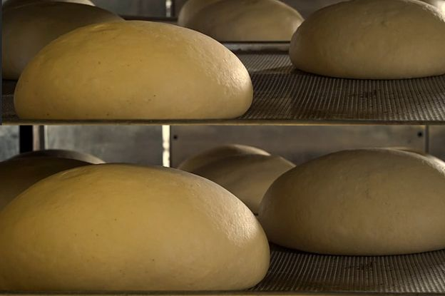 La magia de esperar... a que el pan se leve, si lo amasamos bien.