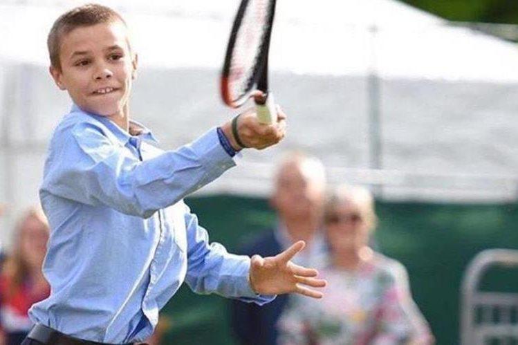 Romeo Beckham se entrena en la escuela de Rafael Nadal. (Foto Prensa Libre: tomada de Internet)