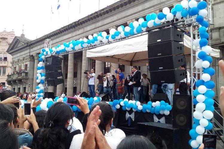 El presidente electo Jimmy Morales promulga discurso ante vecinos en Xela. (Foto Prensa Libre: El Quetzalteco)