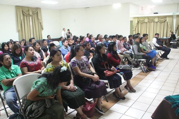 Grupos de jóvenes de Sololá aseguran que es necesario fortalecer el apoyo a la educación. (Foto Prensa Libre: Ángel Julajuj)