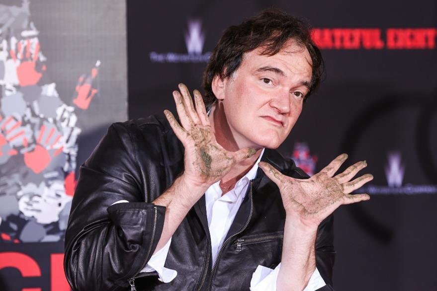 Tarantino asegura que colocar sus huellas en el teatro chino es un sueño cumplido. (Foto Prensa Libre: AP)