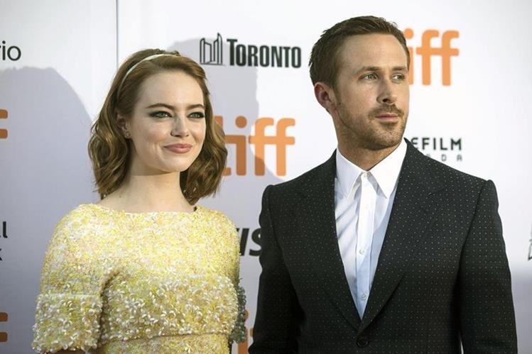 Emma Stone y Ryan Gosling, en la alfombra roja del estreno de La La Land en Toronto, el pasado 12 de septiembre. (Foto Prensa Libre: AP).