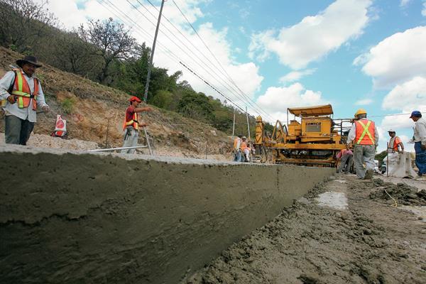 Parte de la nueva asignación al CIV se destinará para construcción y mantenimiento de carreteras. (Foto Prensa Libre: Hemeroteca PL)