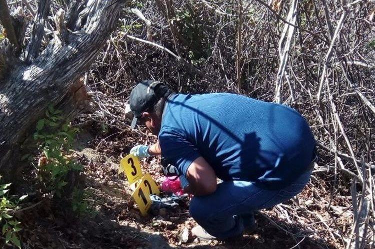 El hallazgo lo hizo un grupo de campesinos que se dirigían a trabajar. (Foto Prensa Libre: Mario Morales)
