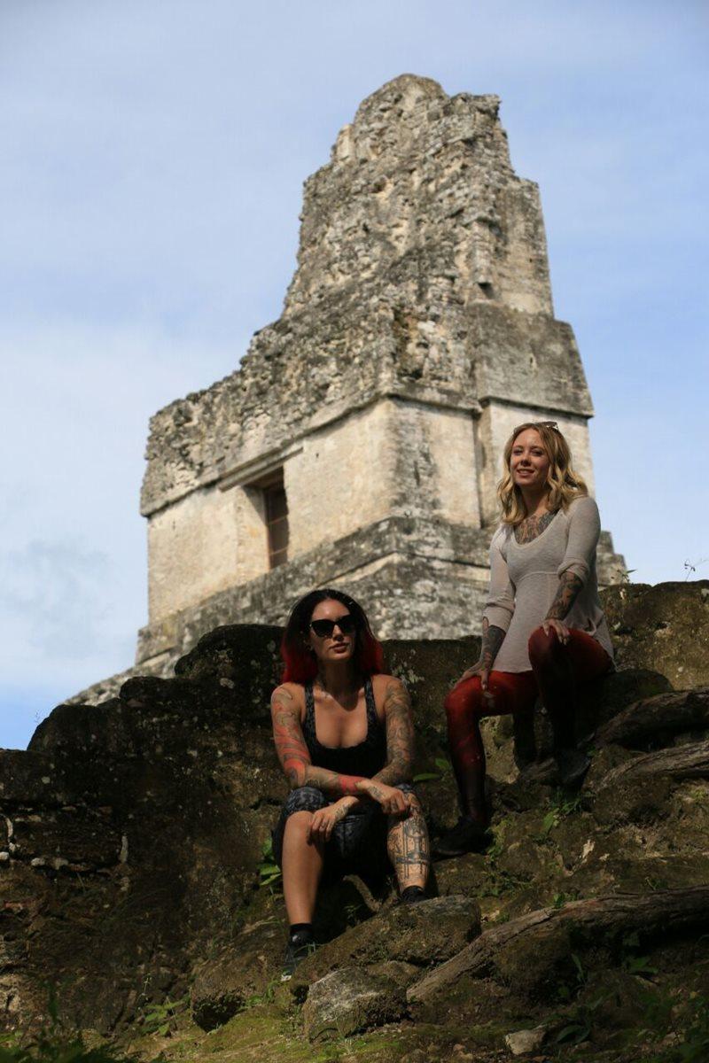 Las tatuadoras aprovecharon su visita a Guatemala para dirigirse al Parque Nacional Tikal, en Flores, Petén. (Foto Prensa Libre: Rigoberto Escobar)