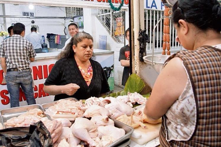 El cuadril de pollo es una de las piezas de esa carne blanca que más consumen los guatemaltecos.