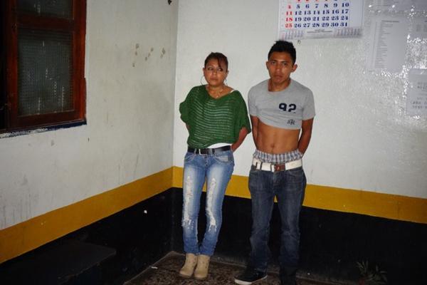 """<p>Heidi López y Alexander Morales portaban una pistola calibre nueve milímetros. (Foto Prensa Libre: Omar Méndez)<br _mce_bogus=""""1""""></p>"""