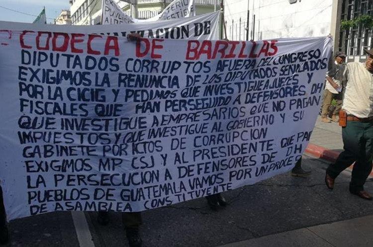 Integrantes de Codeca exigen la renuncia de funcionario corruptos. (Foto Prensa Libre: Érick Ávila)