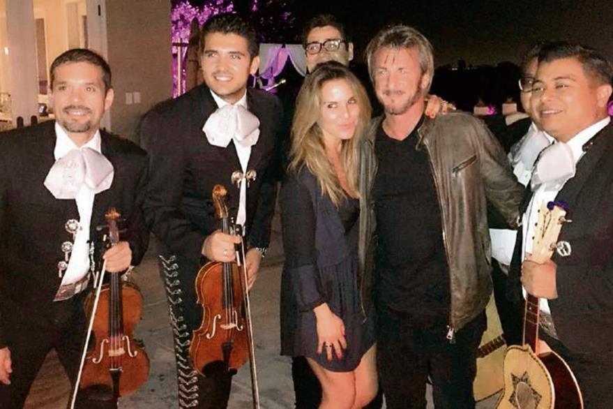 La actriz  Kate del Castillo publicó en sus redes sociales una fotografía junto  a Sean Penn, en México.