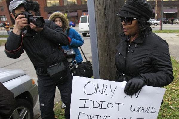 <p>La mujer se negó a hacer comentarios al ser cuestionada el motivo de su mensaje.<br></p>