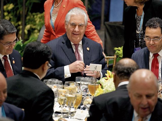 Rex Tillerson, secretario estadounidense de Estado, sostuvo una serie de reuniones con los mandatarios y representantes de los gobiernos de Guatemala, El Salvador y Honduras. (Foto Prensa Libre: AFP)