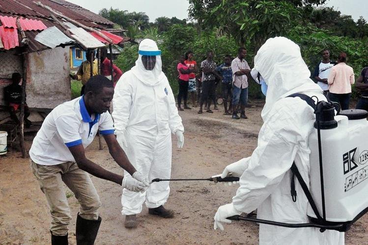 Liberia sufrió más de cuatro mil 800 muertes antes de contener el contagio en mayo. (Foto Prensa Libre: AP).