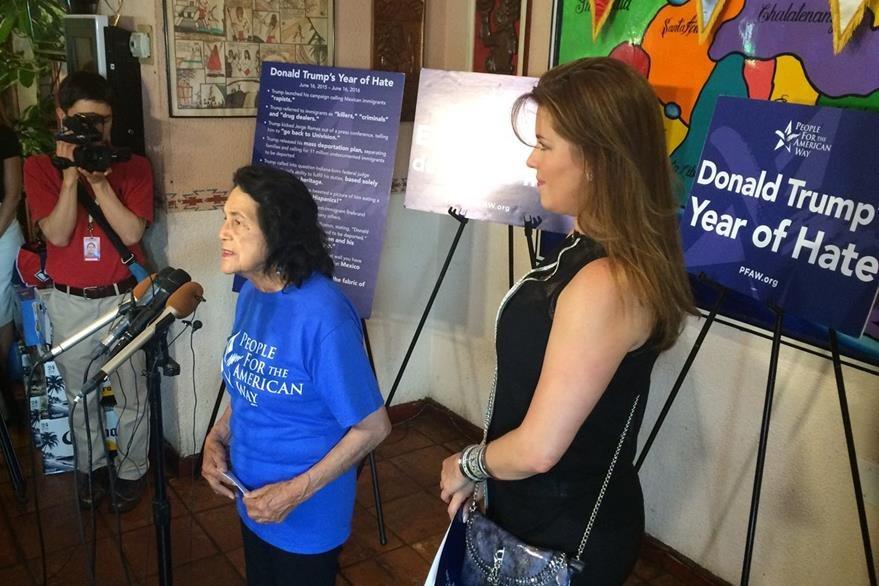 Alicia Machado ofrece apoyo a los latinos que viven en Estados Unidos. (Foto Prensa Libre: AP)