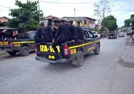 La PNC, durante operativos en busca de autores de atentado contra abogada. (Foto Prensa Libre: Edwin Perdomo)
