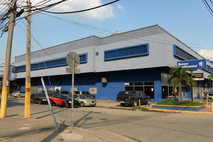 Vista del inmueble donde se ubica diario Tiempo en San Pedro Sula, Honduras. (Foto Prensa Libre: AFP).