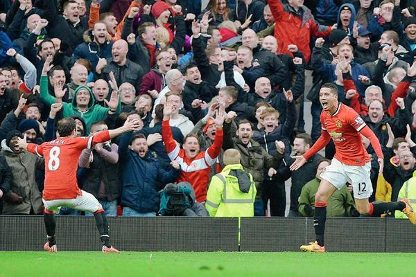 El United reaccionó rápido y remontó el marcador ante el acérrimo rival.