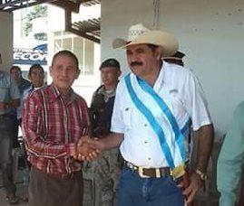 Luis Amado Yanes Mendoza, alcalde de Melchor de Mencos, podría enfrentar juicio por desobediencia, abuso de poder e incumplimiento de deberes. (Foto Prensa Libre: Rigoberto Escobar)