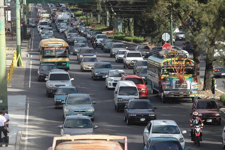 El tránsito se complicará durante las tardes de la semana previa a la navidad. (Foto Prensa Libre: Hemeroteca PL)