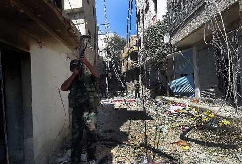 soldados sirios patrullan  Damasco.