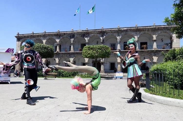 """""""Necesitamos que la gente interactúe con nosotros en el show"""", dijo Betsy Zander, una de las acróbatas. (Foto Prensa Libre: Renato Melgar)."""