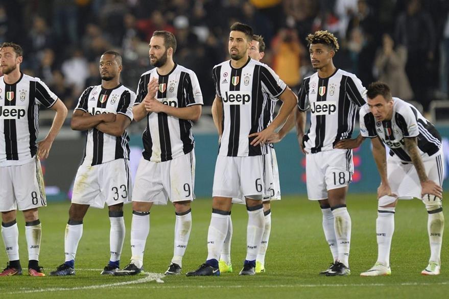 Los jugadores de la Juventus agradecieron el apoyo de su afición. (Foto Prensa Libre: EFE)
