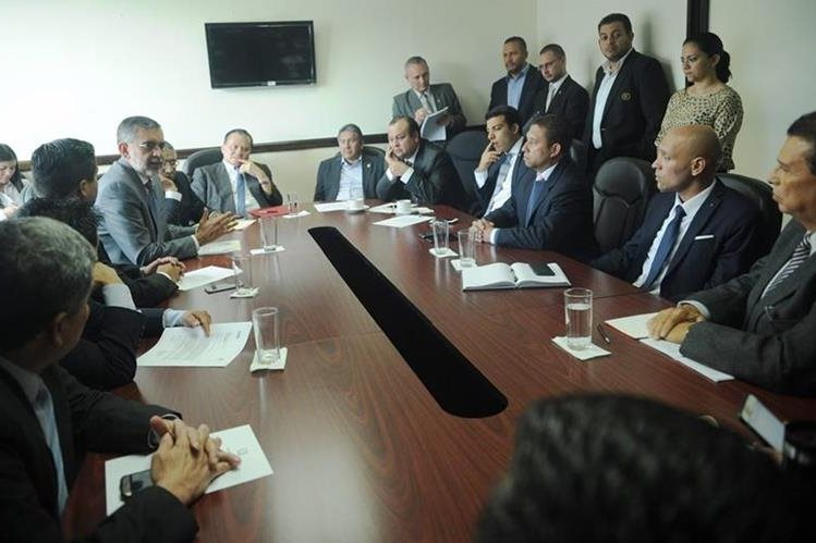 La Comisión de Deportes del Congreso citó ayer a los dirigentes de la CDAG para que explicaran porqué no han aprobado la reforma estatutaria de la Fedefut (Foto Prensa Libre: Edwin Fajardo)