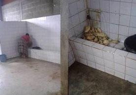 Imágenes muestran actuar de comerciante. (Foto Prensa Libre: Tomada de Facebook).