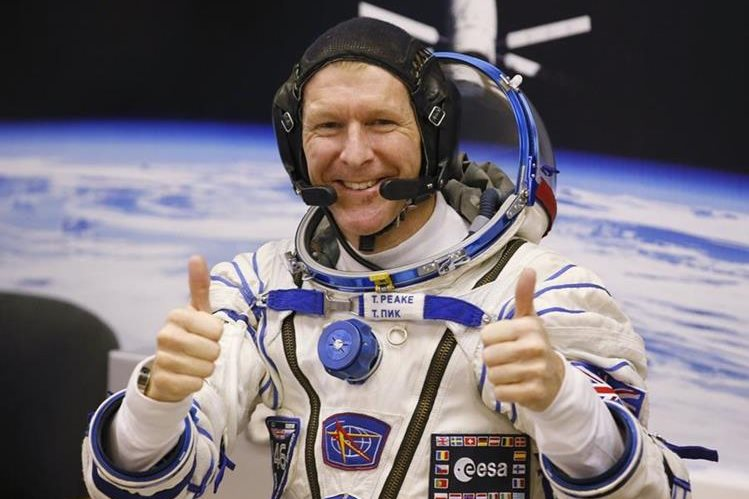 El astronauta Tim Peake llamó a número equivocado desde el espacio. (Foto Prensa Libre: AP).