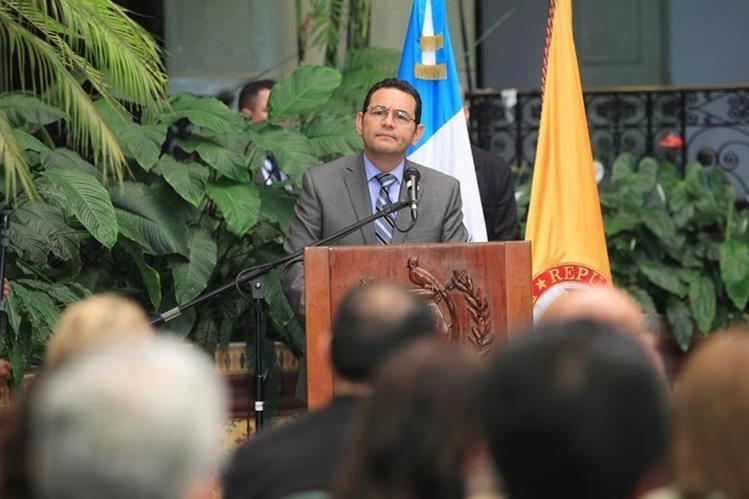 Jimmy Morales arremete contra sus críticos en el Palacio Nacional de la Cultura. (Foto Prensa Libre: HemerotecaPL)
