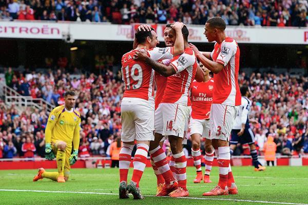 El Arsenal se aferró a los primeros lugares de la tabla en la Premier. (Foto Prensa Libre: AP)