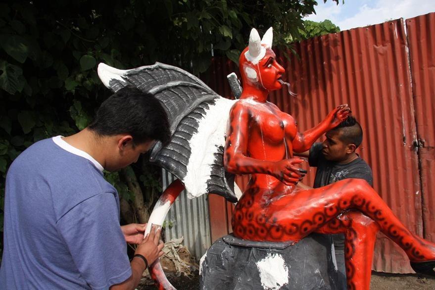 La figura será quemada el 7 de diciembre en el barrio de la Concepción, Antigua Guatemala. (Foto Prensa Libre: Renato Melgar)