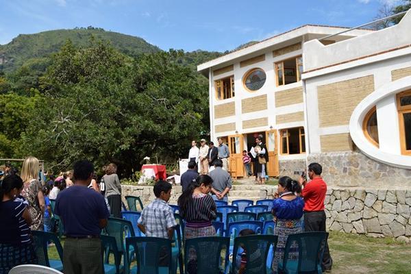 """<p>La inauguración del edificio se llevó a cabo el viernes último. (Foto Prensa Libre: Ángel Julajuj).<br _mce_bogus=""""1""""></p>"""