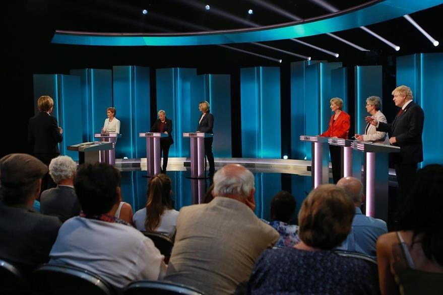 Británicos debaten sobre referendo que determinará si su país se queda o se sale de la Unión Europea (AFP)