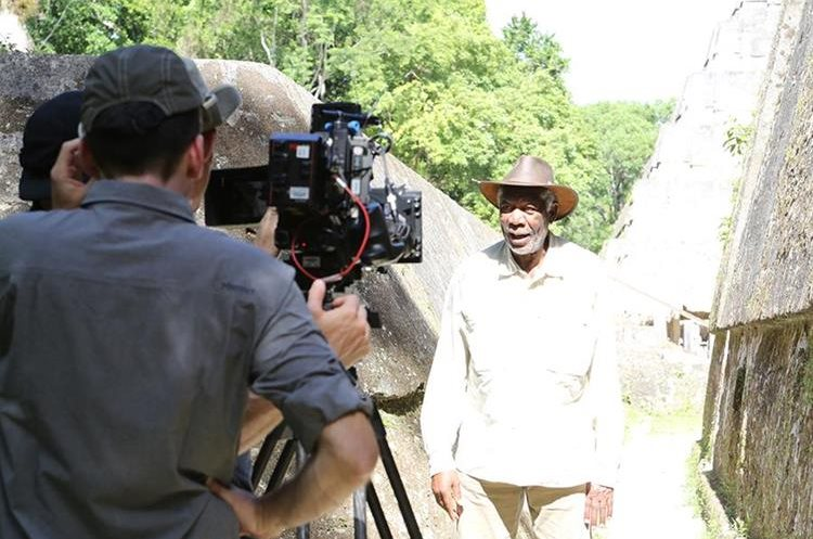 "Morgan Freeman, filmó parte del documental ""La historia de Dios"" en Tikal."