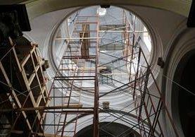 Reforzamiento evita más daños en cúpulas de la Catedral de Xela. (Foto Prensa Libre: Carlos Ventura)