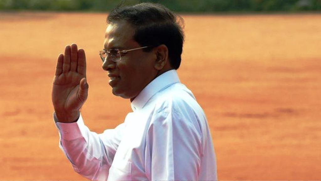 El presidente de Sri Lanka, Maithripala Sirisena, es uno de los que ha criticado el comportamiento y la vestimenta de las mujeres jóvenes. (AFP)